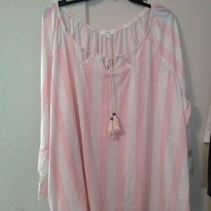 Nwt Maurices 0 14W/16W tunic top w cut out accent